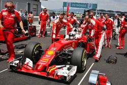 Sebastian Vettel, Ferrari SF16-H on the grid