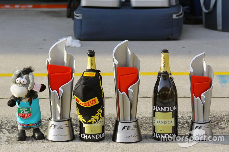 Trofeos y champagne para Red Bull Racing