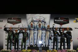 Подіум: переможці #60 Michael Shank Racing  Curb/Agajanian Ligier JS P2 Honda: Джон П'ю, ОсвальдоНегрі, Олів'є Пла, срібні призери #2 Tequila Patrón ESM Ligier JS P2: Скотт Шарп, Йоханнес ван Овербек, , Луіс Феліпе Дерані, бронзові призери #10 Wayne Taylor Racing Corvette DP: Рікі Тейлор, Джордан Тейлор, Макс Аджелеллі