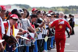 Джок Кліер, технічний директор Ferrari Engineering Director із уболівальниками