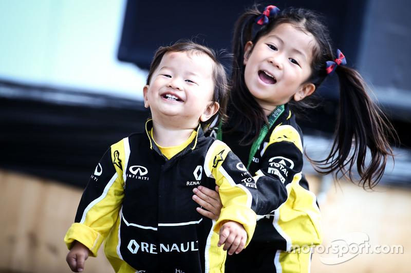 Юні уболівальники Renault Sport F1 Team