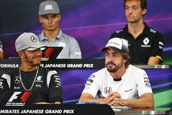 Lewis Hamilton, Mercedes AMG F1 y Fernando Alonso, McLaren en la Conferencia de prensa FIA