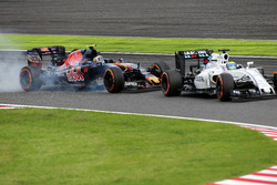 Felipe Massa, Williams FW38 and Carlos Sainz Jr, Scuderia Toro Rosso STR11 battle for position