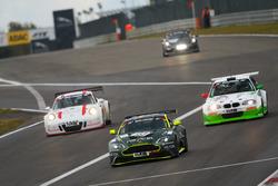 Jamie Chadwick, Ahmad Al Harthy, Peter Cate, Aston Martin Vantage GT8