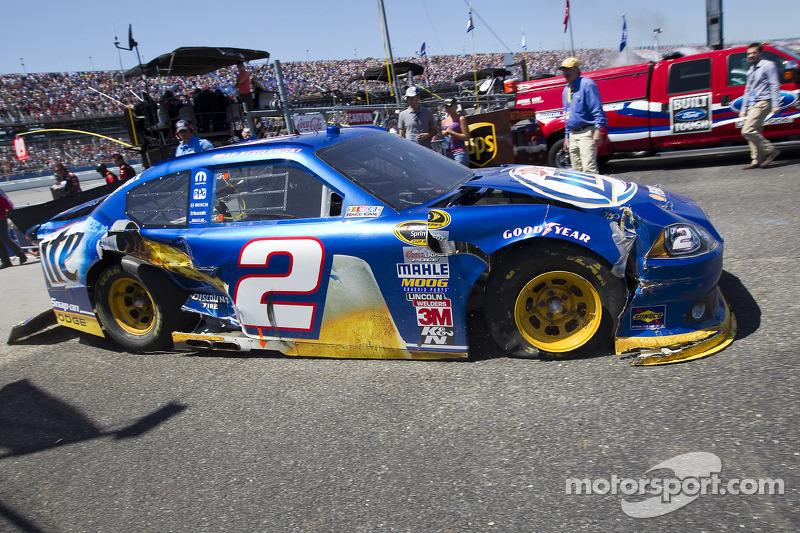Brad Keselowski, Penske Racing Dodge with a damaged car