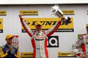 Round 7 Race winner Gordon Shedden, Honda Racing