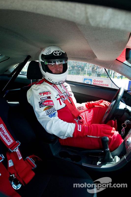 Le pilote hors de course Jeff Kincaid