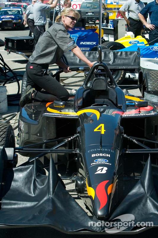 La voiture #4 CET Racing/HVM au ravitaillement