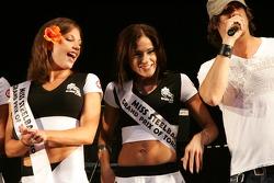 Fête de rue: des concurrentes de charmes pour l'élection de Miss Grand Prix de Toronto