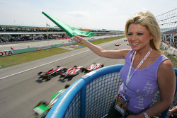 Tara Reid waves the green flag