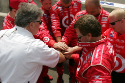 Ganassi Racing crew members before the race