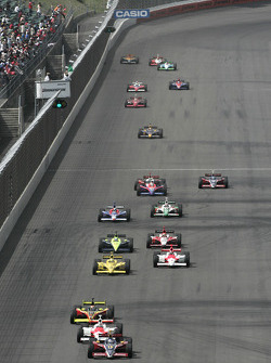 Start: Danica Patrick takes the lead