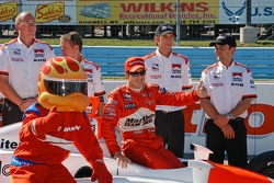 Helio Castroneves takes the pole after the Shootout