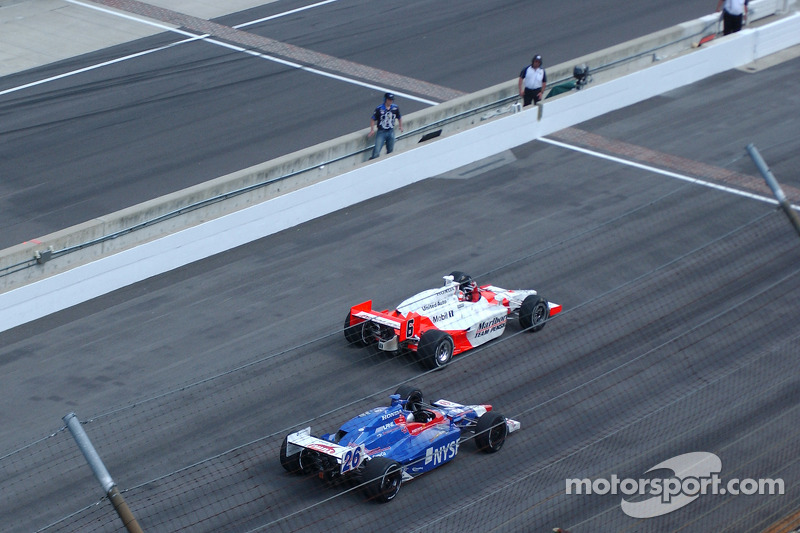 Sam Hornish Jr.takes the checkered flag ahead of Marco Andretti