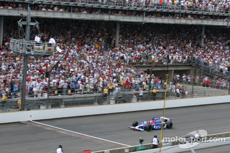 Marco Andretti devant quand le drapeau blanc est baissé
