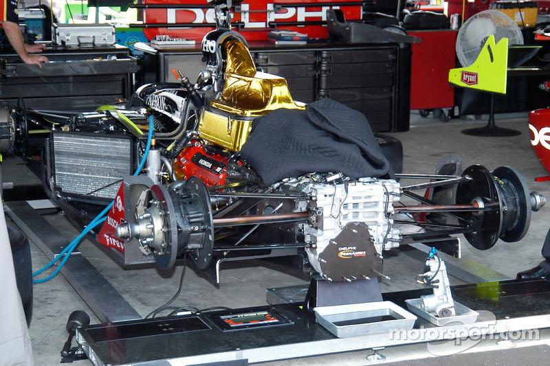 Une Indycar nue - juste une couverture couvrant les parties secrètes