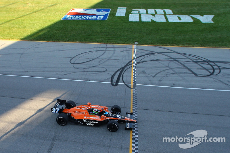 Dario Franchitti takes the win and the 2007 IndyCar Series championship