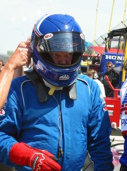 Al Unser Jr. prepares to practice