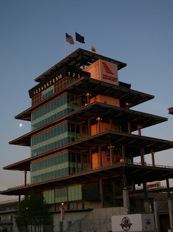 The Bombardier Pagoda in the early morning of the opening day