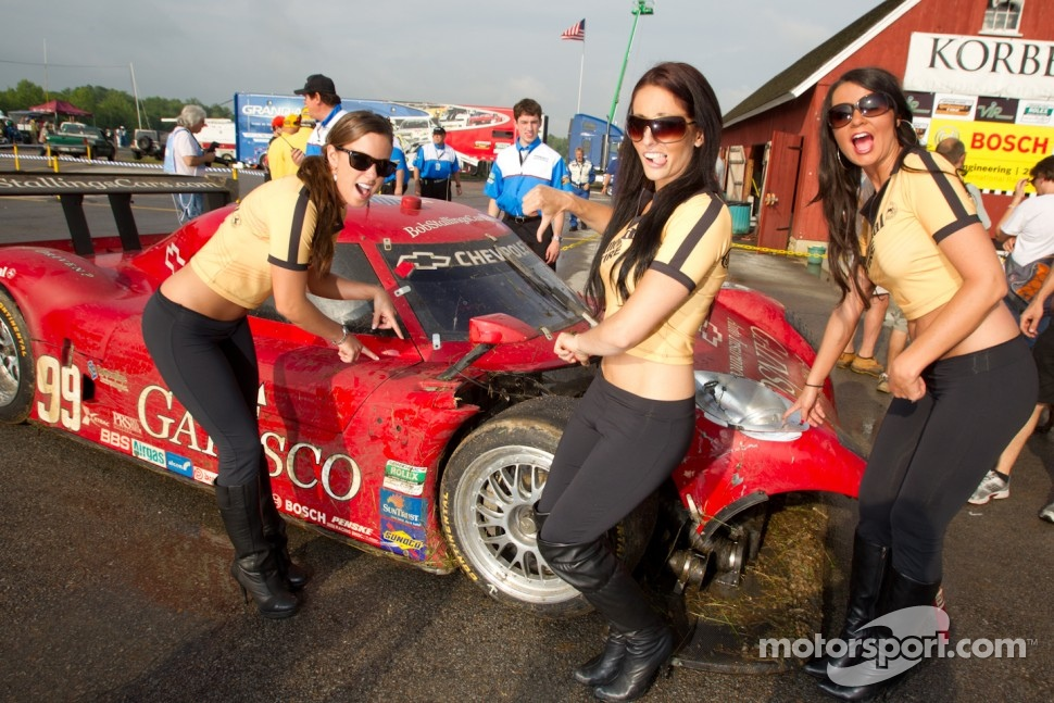 The charming Continental girls not happy with the crash of the #99 GAINSCO/Bob Stallings Racing Chevrolet Riley