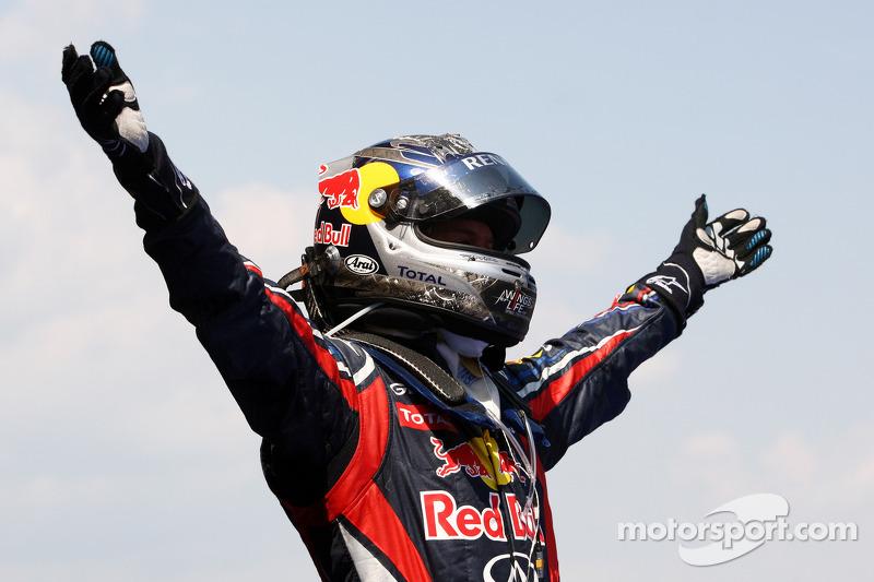 Sebastian Vettel, Red Bull Racing, kutlama yapıyor victory kapalı park