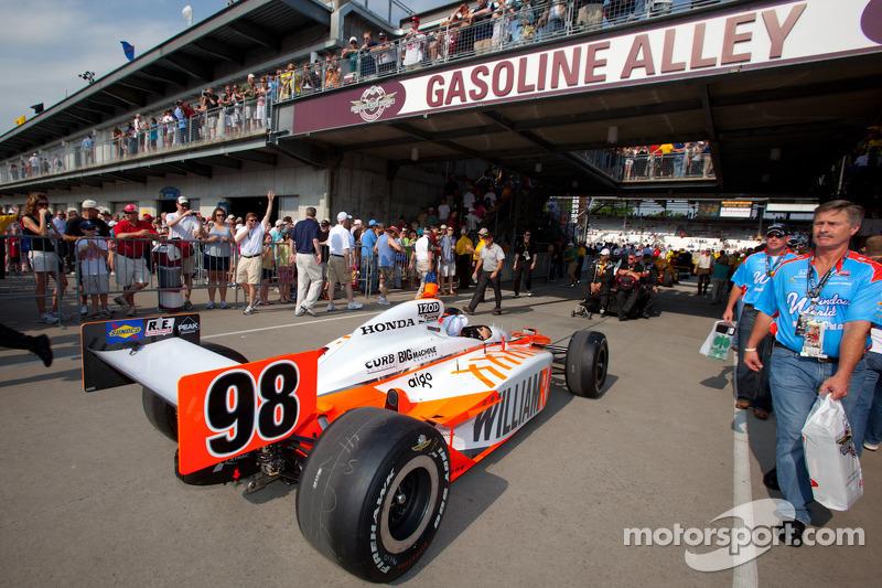 2011: Wagen Dan Wheldon, Bryan Herta Autosport with Curb / Agajanian naar startgrid