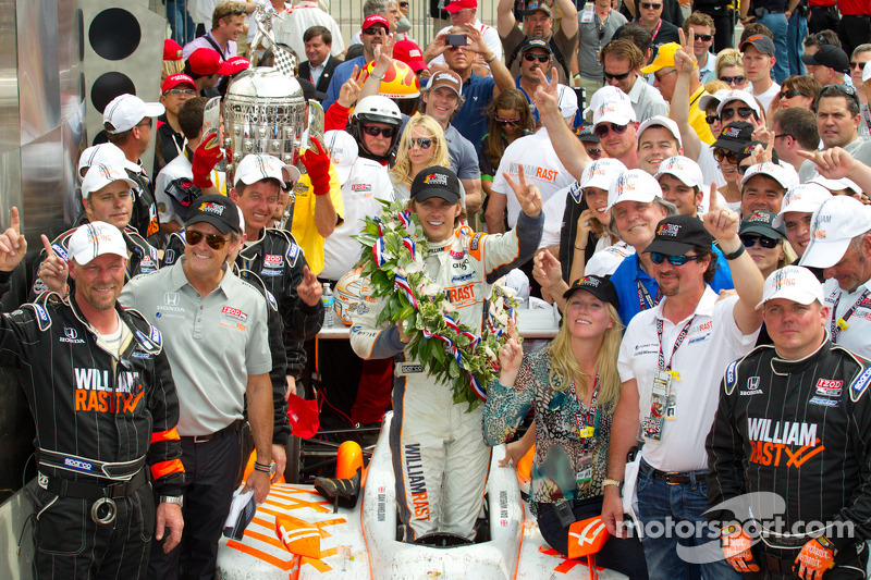 2011: Dan Wheldon met zijn team Bryan Herta Autosport