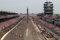 Pace lap: Alex Tagliani, Sam Schmidt Motorsports, Scott Dixon, Target Chip Ganassi Racing and Oriol Servia, Newman / Haas Racing lead the field