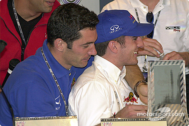 Max Papis helps Felipe Giaffone with the microphone