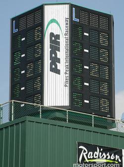 Scoring tower