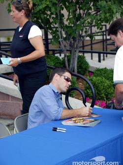 Autograph session during the Newport Festival: Scott Sharp