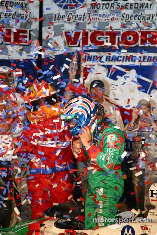 Tony Kanaan fête sa victoire