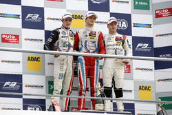 Podio de novato: primer lugar Ralf Aron, Prema Powerteam Dallara F312 - Mercedes-Benz; segundo lugar Joel Eriksson, Motopark Dallara F312 - Volkswagen; tercer lugar Nikita Mazepin, HitechGP Dallara F312 - Mercedes-Benz