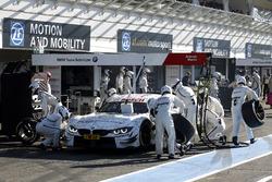 Boxenstopp: Martin Tomczyk, BMW Team Schnitzer, BMW M4 DTM