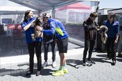 Aleix Espargaro, Team Suzuki Ecstar MotoGP, mit einem Koala