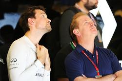 (L naar R): Jolyon Palmer, Renault Sport F1 Team met zijn vader Jonathan Palmer