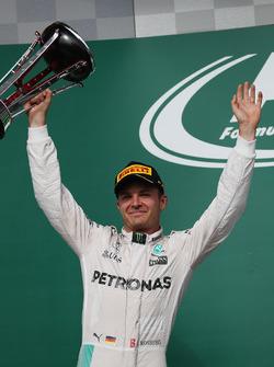 Podio: segundo lugar Nico Rosberg, Mercedes AMG F1