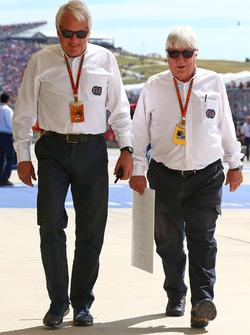 (L naar R): Charlie Whiting, FIA-delegaat met Herbie Blash, FIA-delegaat