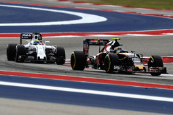 Carlos Sainz Jr., Scuderia Toro Rosso STR11, Felipe Massa, Williams FW38