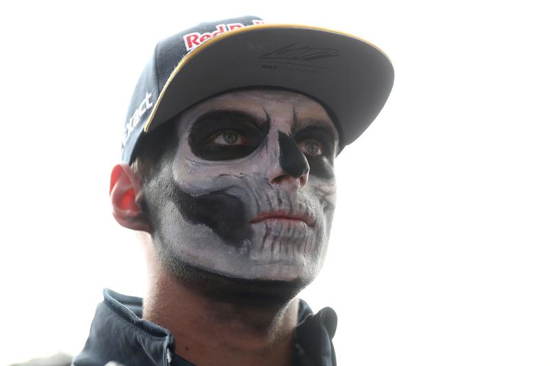 Max Verstappen, Red Bull Racing en el Paddock pintado como catrín del Dia de Muertos