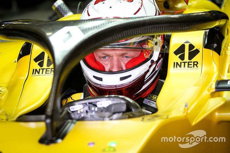 Kevin Magnussen, Renault Sport F1 Team RS16 con la cubierta de la cabina de Halo