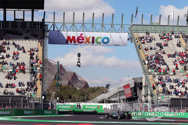 El W07 en el Foro Sol del Autódromo Hermanos Rodríguez