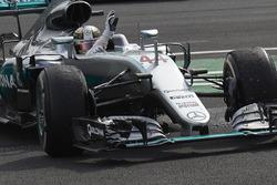 Ganador de la carrera Lewis Hamilton, híbrido de Mercedes AMG F1 W07