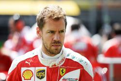 Sebastian Vettel, Ferrari, sulla griglia
