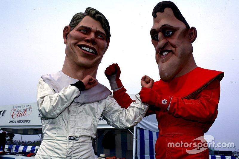 Des costumes à l'effigie de Mika Hakkinen, McLaren, et Michael Schumacher, Ferrari
