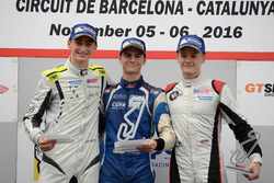 Çaylak podyum: 1. Colton Herta, Carlin Motorsport; 2. Ferdinand Habsburg, Drivex School; 3. Vasily Romanov, Drivex School