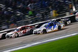 Kevin Harvick, Stewart-Haas Racing, Chevrolet; Kyle Larson, Chip Ganassi Racing, Chevrolet