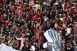 Segundo, Marc Marquez, Repsol Honda Team con fans