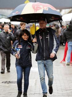 Daniil Kvyat, Scuderia Toro Rosso, mit Fabiana Valenti, Scuderia Toro Rosso, Pressesprecherin