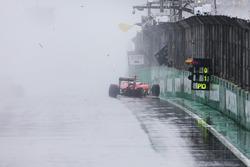 Kimi Raikkonen, Ferrari SF16-H si ritira dalla gara dopo essere andato a sbattere
